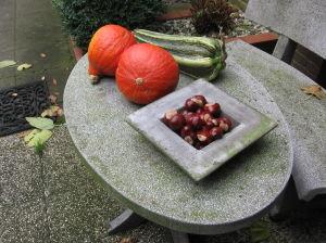 Typisch Herfst, Paardekastanjes En Pompoenen